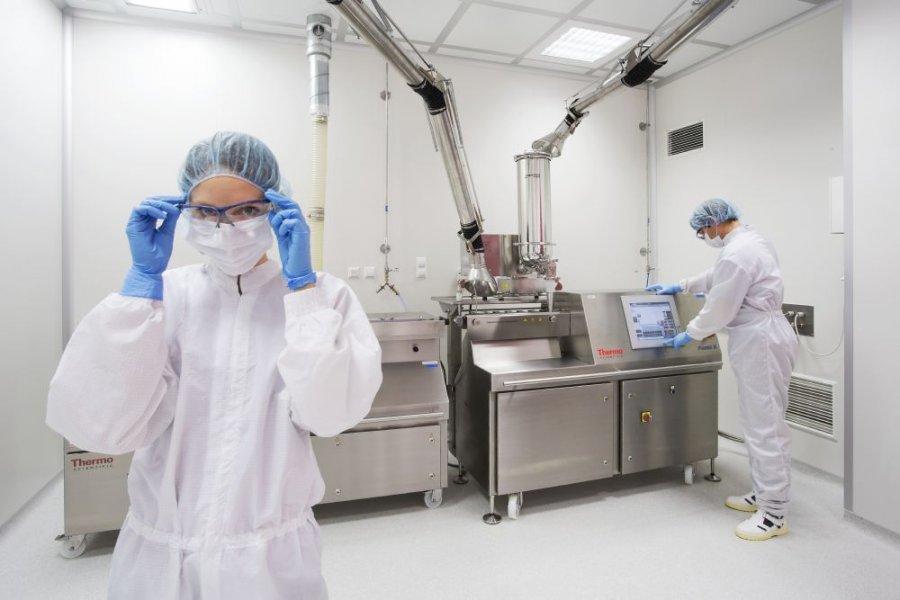 <p><br /> Plast Compound Processing zajmuje się produkcją innowacyjnego regranulatu z odpad&oacute;w z tworzyw sztucznych. Wspiera producent&oacute;w z branży RTV i AGD oraz automotive w wytwarzaniu tańszych i lepszych jakościowo produkt&oacute;w z tworzyw sztucznych, jednocześnie dbając o ochronę środowiska naturalnego.</p>