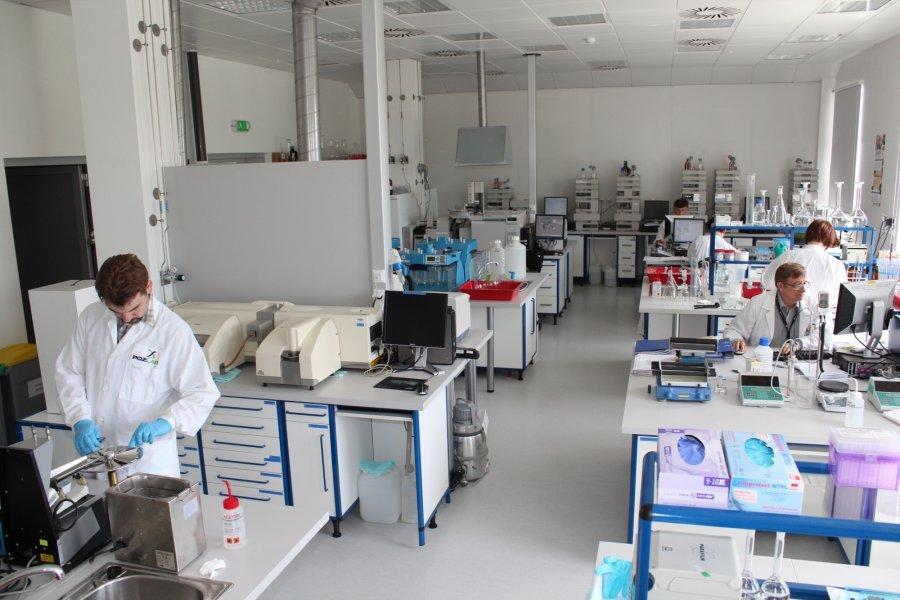 <p><br /> PozLab jest wiodącym na rynku polskim i europejskim, niezależnym centrum badań i rozwoju. Zajmuje się pełnym rozwojem produkt&oacute;w innowacyjnych i generycznych i kontrolą jakości sterylnych i niesterylnych środk&oacute;w leczniczych.</p>